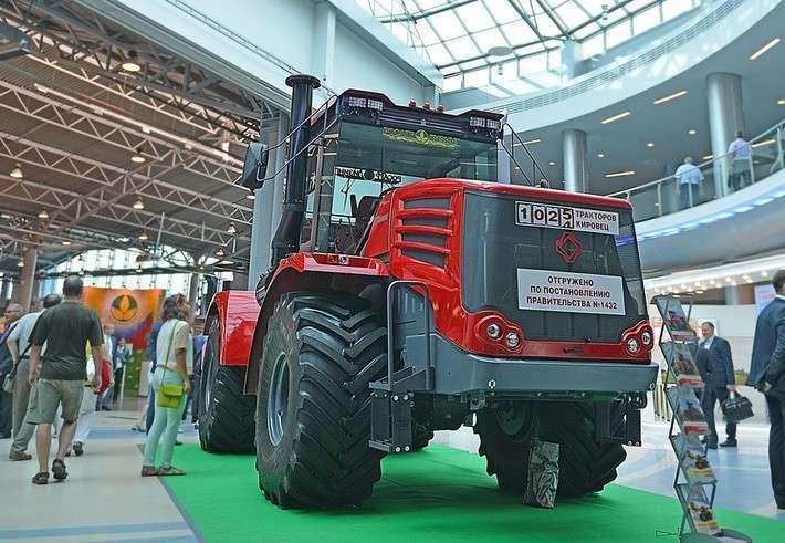 «Петербургский тракторный завод» показал аграриям новое поколение тракторов «Кировец»