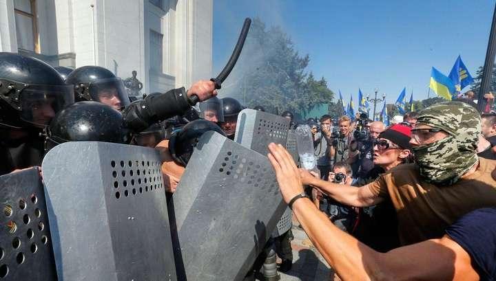 Беспорядки в Киеве: самозванцы Порошенко и Яценюк выступят с обращением к народу