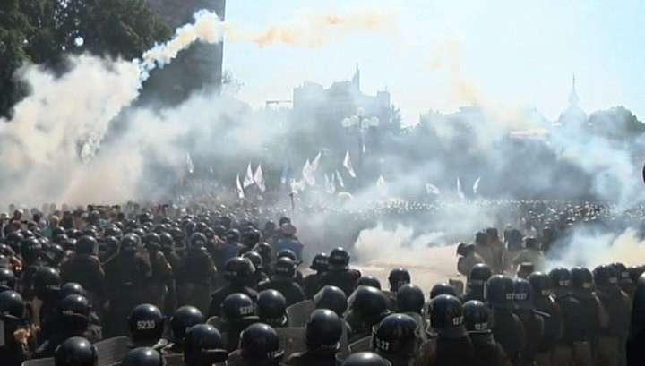 Бунт бандитов в бандитском Киеве: площадь у Рады залита кровью, есть погибшие