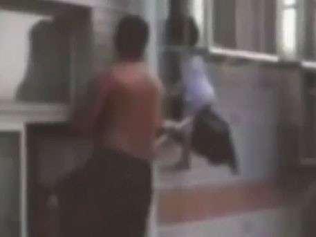 Китаец с помощью швабры спас ребёнка, выпавшего из окна