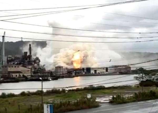 Несколько сильных взрывов прогремело на алюминиевом заводе в Японии