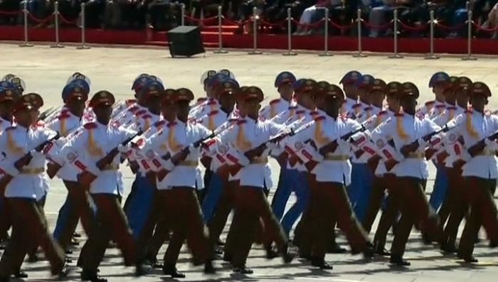 На площади Тяньаньмэнь прошёл грандиозный парад в честь 70-летия Победы