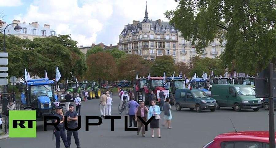 Массовая акция протеста фермеров в Париже — прямая трансляция