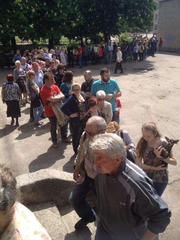 Длинные очереди на участках для голосования!