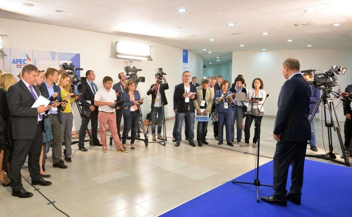 Владимир Путин ответил навопросы российских журналистов.