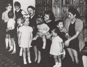 У Адольфа Гитлера (Шикльгрубера) было больше двух десятков деток