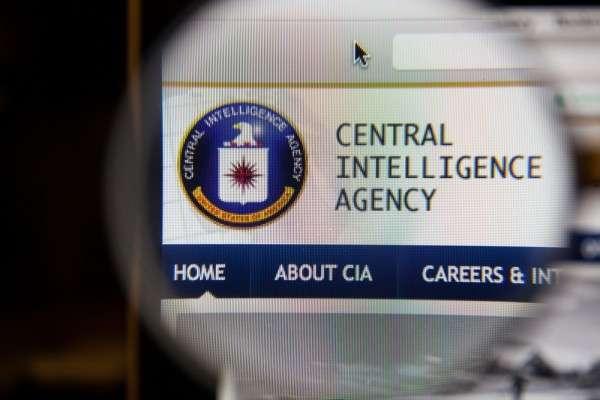Телеканал НТВ показал переодевающихся в московском туалете шпионов ЦРУ