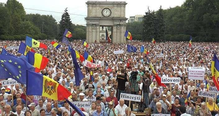 Запад пытается расшатать Молдавию