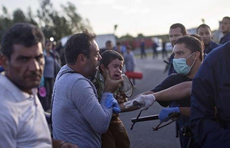 Венгерская полиция применила слезоточивый газ против мигрантов, направляющихся в Будапешт