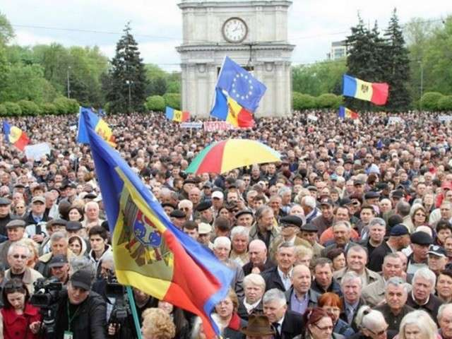 Парадоксальный молдавский майдан
