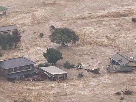 Японские города уходят под воду целиком