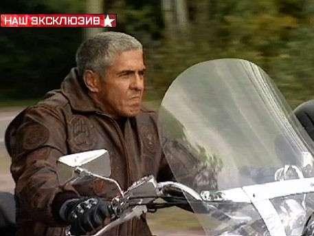 Звезда фильма «Такси» уходит от погони российских бандитов