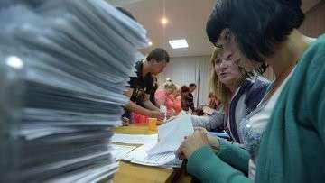 Подсчет голосов по итогам референдума о статусе юго-востока Украины. Архивное фото