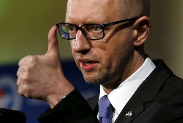 Яценюк сообразил, что Украина потеряет 2 млрд. долларов в год, если будет тявкать на Россию