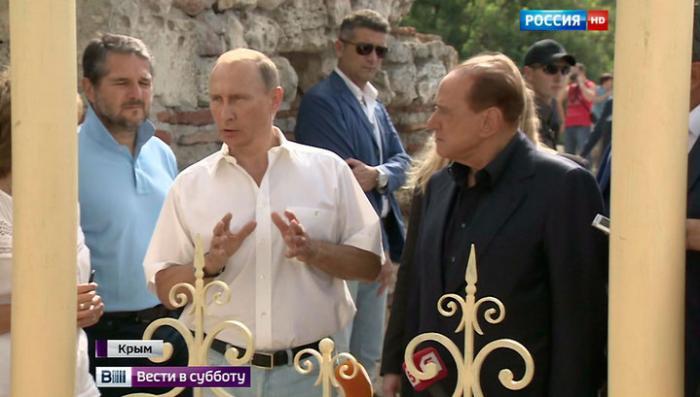 Берлускони в Крыму сфотографировался с деревом