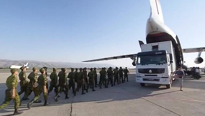 Школьники Таджикистана смогут учиться, благодаря российской гумпомощи