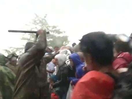 «Просвещённые» европейцы зверски избивают беженцев на границе Греции и Македонии