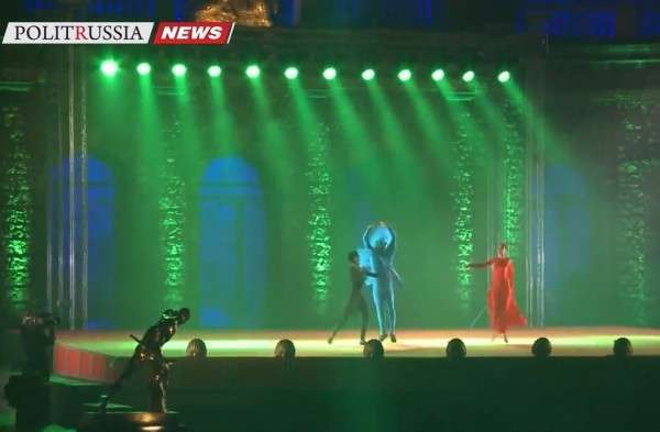 В Петергофе шоу фонтанов посвятили Году литературы в России