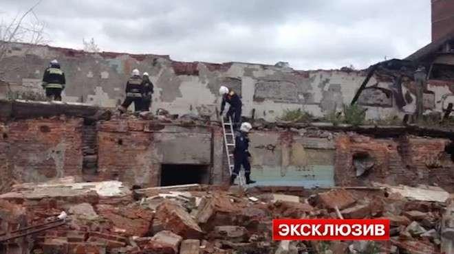 В Новосибирске обрушилось ветхое здание. Один из рабочих погиб