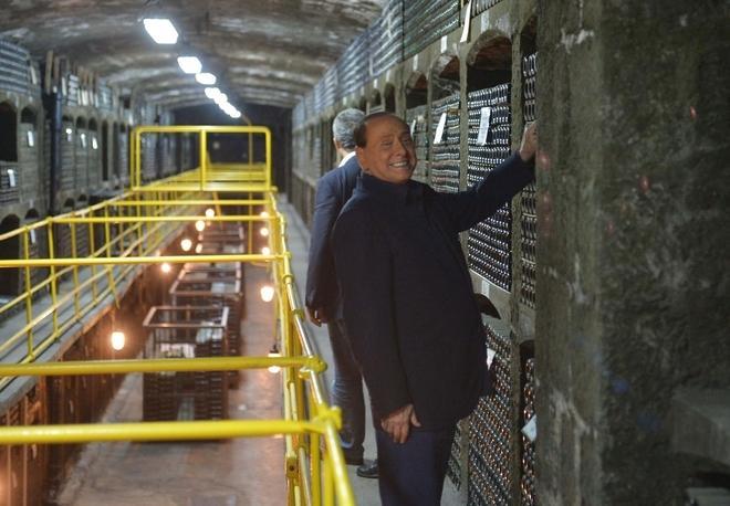 Укро-Хунта устроила истерику из-за того, что Путин с Берлускони выпили по бокалу вина в Массандре
