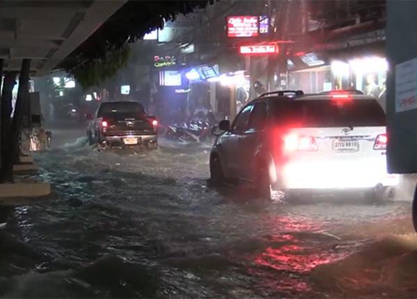 Тропический шторм затопил таиландский курорт Паттайя