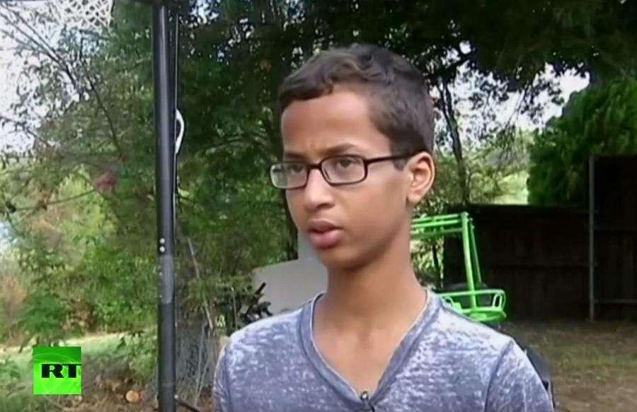 Барак Обама пригласил в Белый дом школьника, арестованного за создание часов
