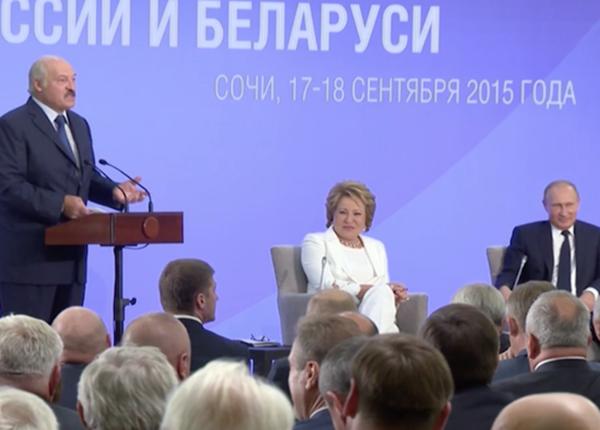 Лукашенко рассмешил публику рассказами о разбавленном молоке