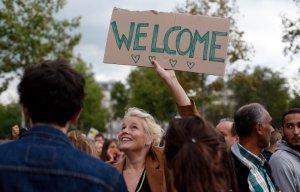 Во Франции проходят митинги в поддержку мигрантов