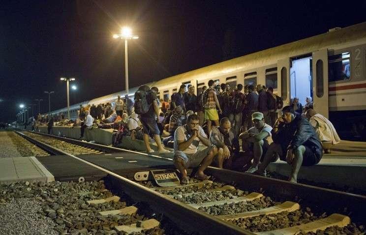 Венгрия возмущена: Хорватия нарушила суверенитет Венгрии, отправив поезд с беженцами