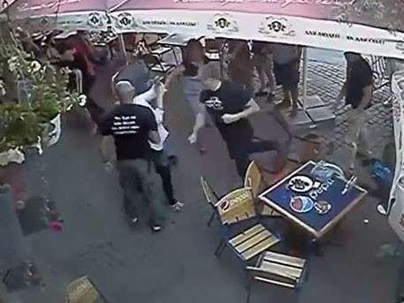 Иудейский «Правый сектор» развлекается, избивая посетителей кафе во Львове