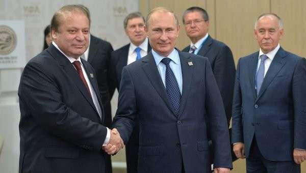 Президент Российской Федерации Владимир Путин с Премьер-министром Исламской Республики Пакистан Навазом Шарифом