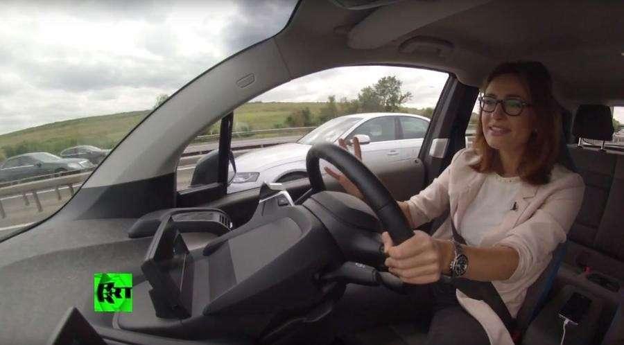 Корреспондент RT провела тест-драйв электромобиля в Лондоне
