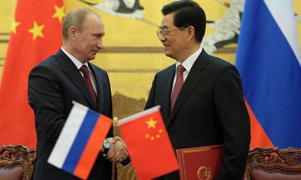 Россия проводит кампанию по дедолларизации: Китай и Иран готовы отказаться от доллара в двусторонних расчётах