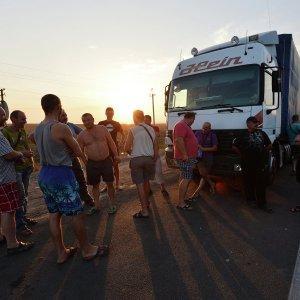 Власти Крыма: «ставки» за проезд фур в Крым выросли до тысячи долларов