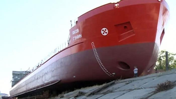 В Астрахани спущен на воду новый нефтяной танкер