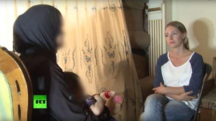 Корреспондент RT пообщалась с беженцами из лагеря в Дамаске