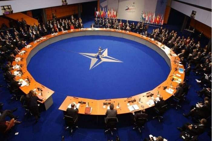 Чехи хотят выйти из НАТО