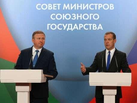 Дмитрий Медведев предлагает создать единую визу с Белоруссией
