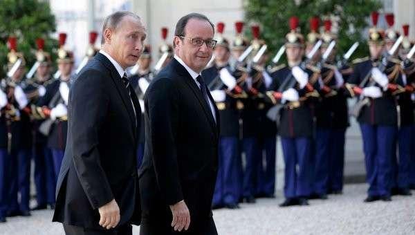 Президент РФ Владимир Путин и глава Франции Франсуа Олланд прибыли к Елисейскому дворцу в Париже. 2 октября 2015