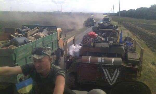 Украинские силовики вывозят награбленное у населения грузовиками