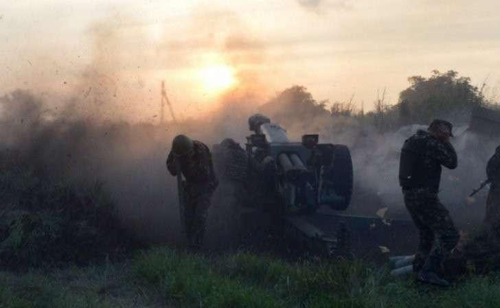 На фоне отвода вооружений идут бои в Бахмутовке и Донецке