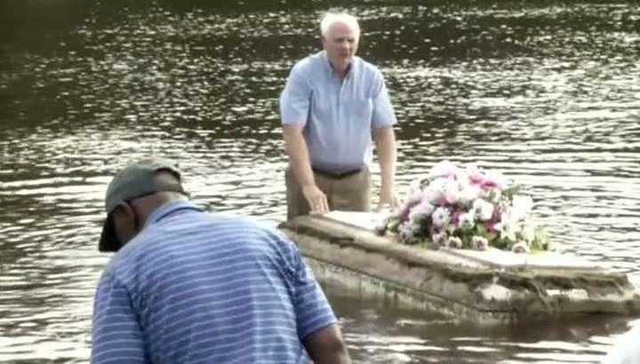 В Южной Каролине из-за наводнения на кладбище всплыли гробы