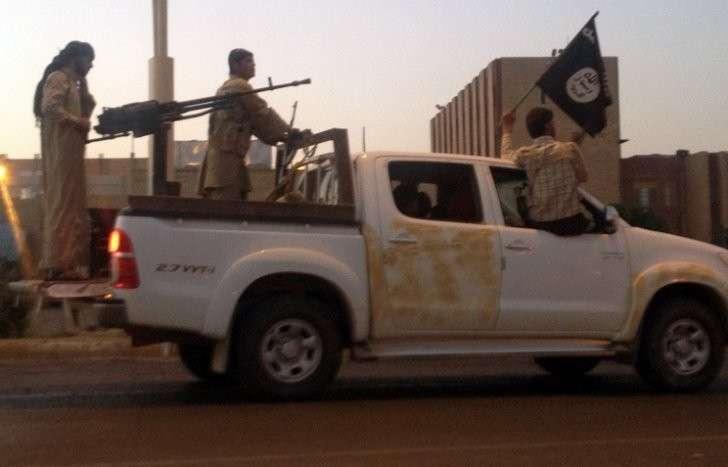Ливийские исламисты начали массовую переброску в Триполи бандитов из Сирии