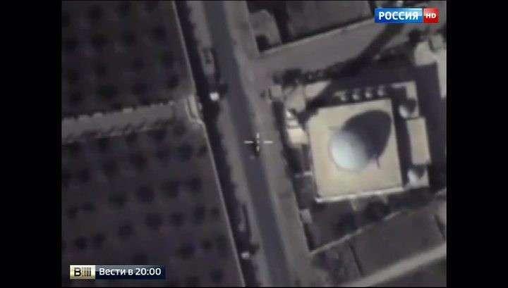 Террористы ИГИЛ укрывают технику около гражданских объектов
