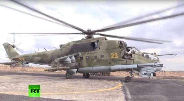 Вертолёты Ми-24 несут боевое дежурство на авиабазе в Сирии