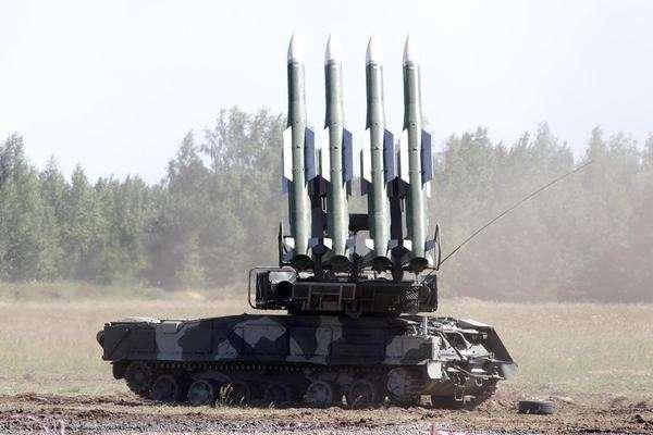 Украинский ЗРК Бук попал в объектив камеры журналистов накануне стрельбы по Боингу MH17