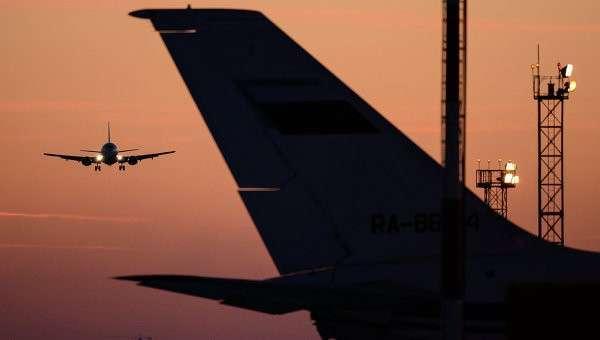 Самолет заходит на посадку. Архивное фото