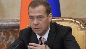 Медведев поручил решить вопрос возмещения затрат промпредприятий