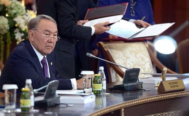 Президент Казахстана Нурсултан Назарбаев назаседании Высшего Евразийского экономического совета врасширенном составе.