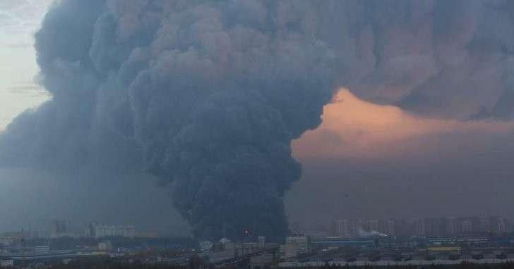 Кадры с места пожара на севере Санкт-Петербурга